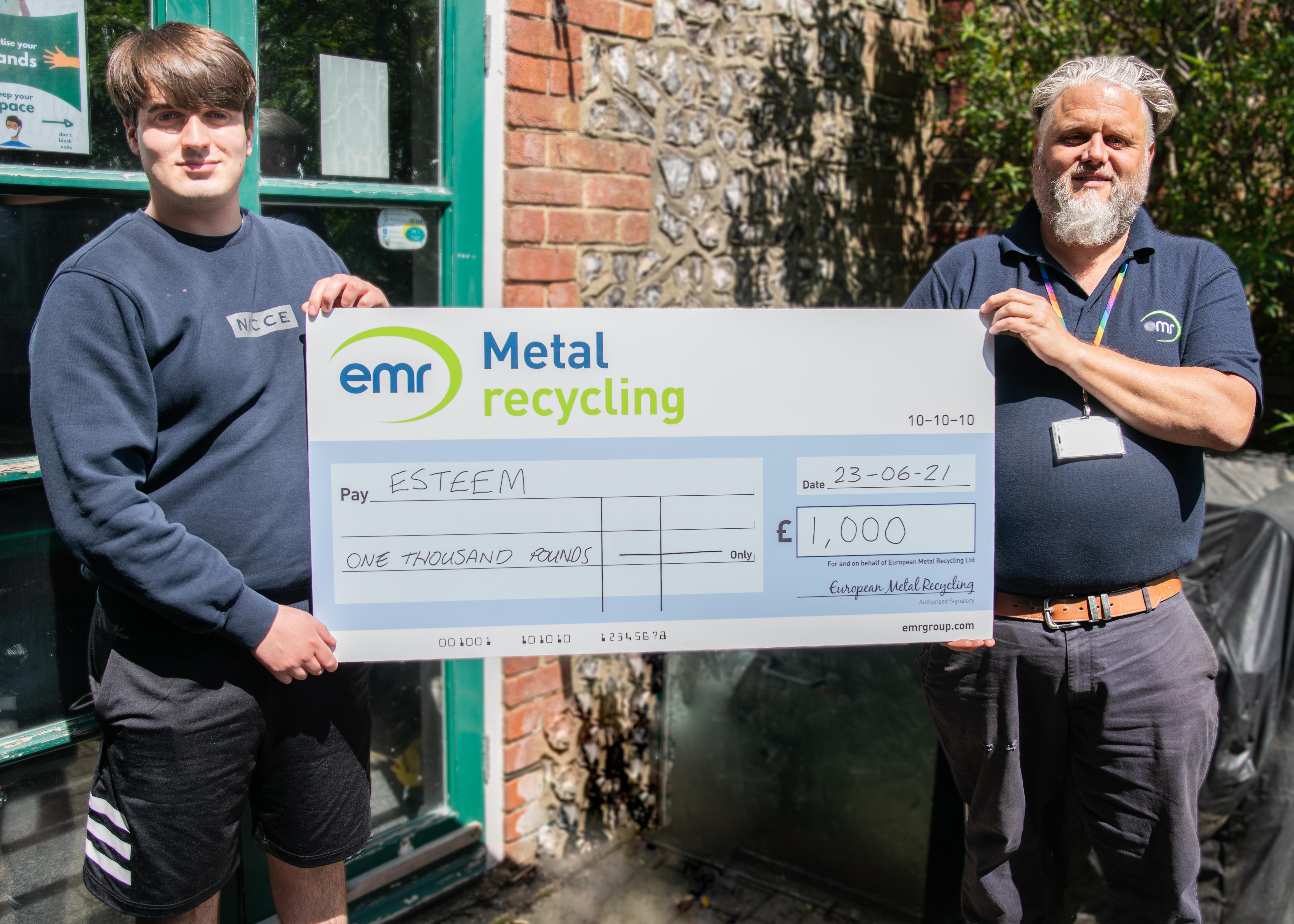 Tony Wenham, Operations Manager at EMR Shoreham, awards donation to ESTEEM