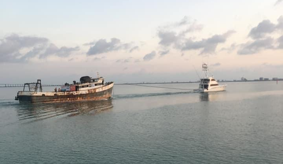 """EMR – Capt. Berry"" Under Tow to the RGV Reef"