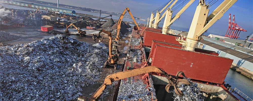 Boat loading at docks