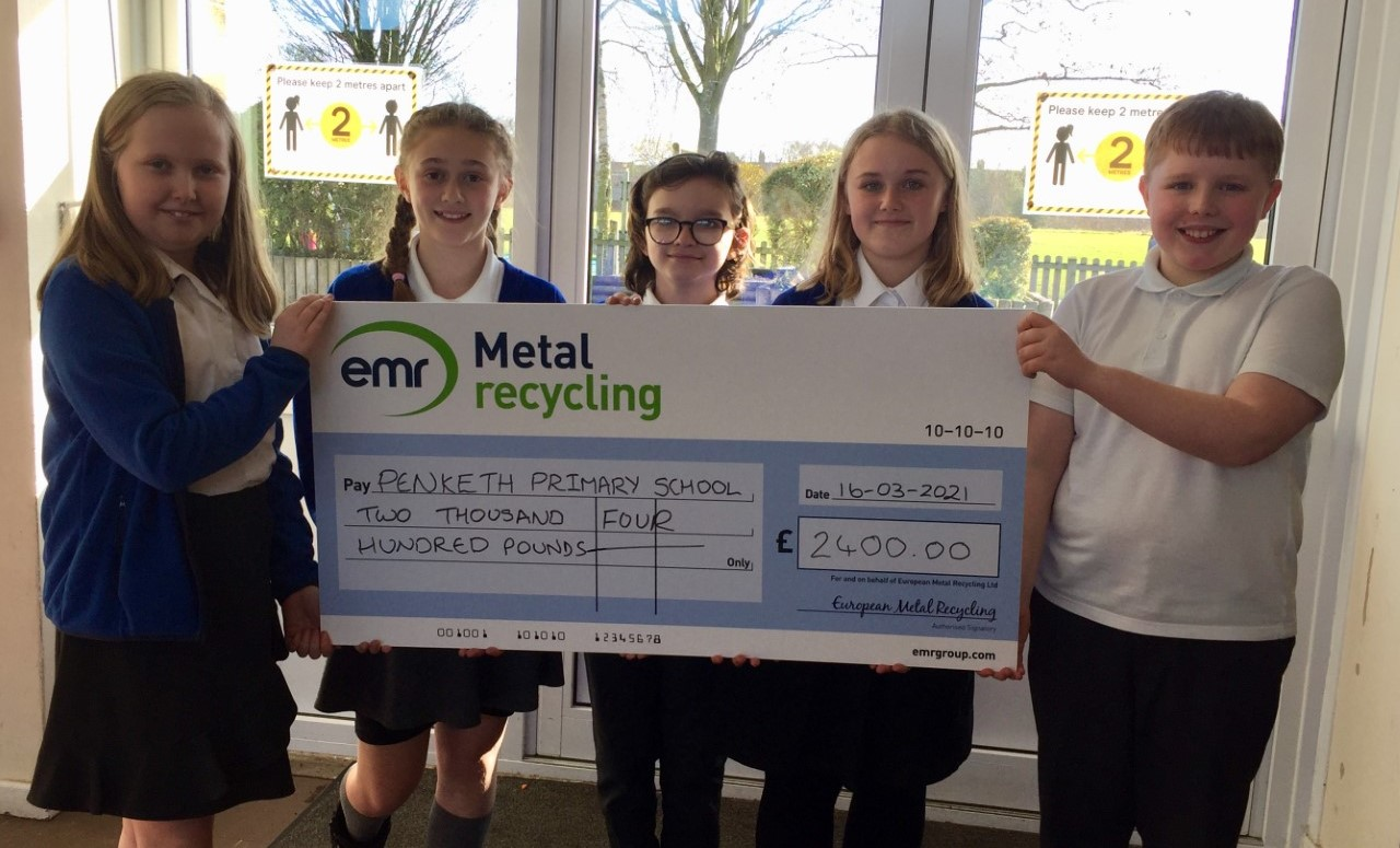 EMR and Golden Square Shopping Centre award donation to Penketh Primary School